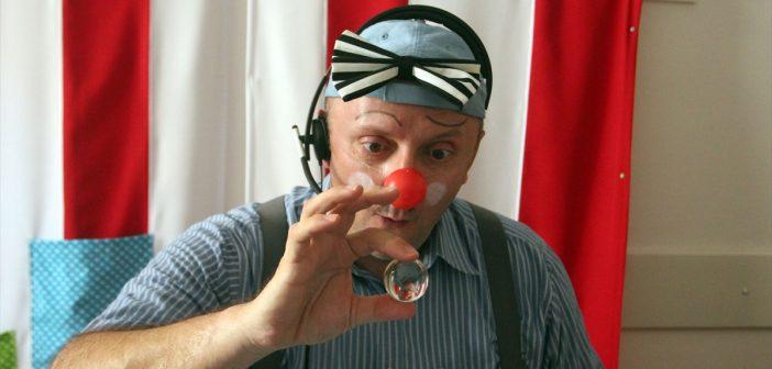 Crveni nosovi – klaunovi doktori koji liječe osmijehom
