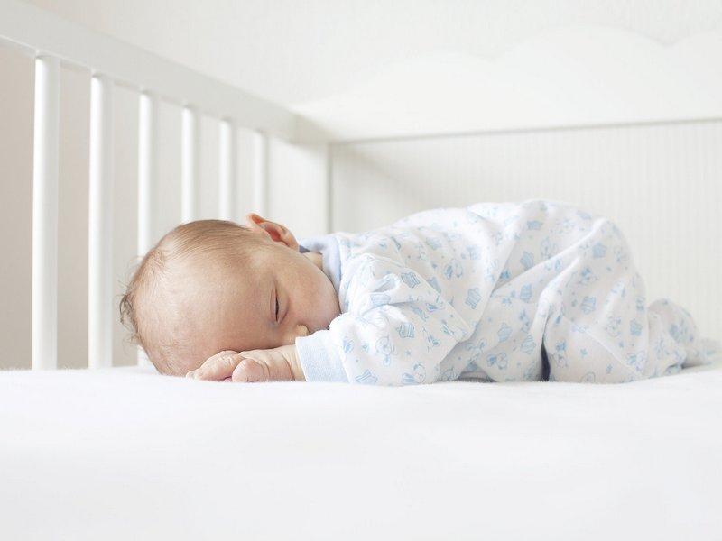 Резултат слика за beba spava na stomaku