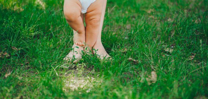 Beba stalno skida čarapice – ne branite, a evo i zbog čega